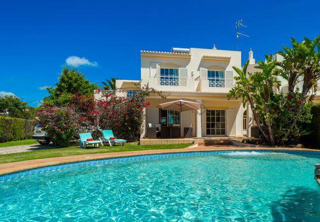 Villa/Dettached house in Luz - Villa Serena da Luz |  professionally cleaned | 4-bedroom villa | children's swings and slide | heated* pool